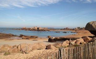 Pour attirer des touristes, la Bretagne peut compter sur la beauté de la côte de Granit Rose comme ici à Trégastel.