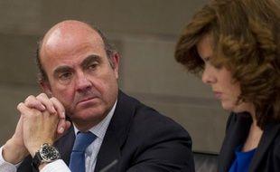 """Le ministre espagnol de l'Economie, Luis de Guindos, a déclaré lundi qu'il était """"possible"""" que le déficit public du pays """"dépasse les 8%"""" du PIB en 2011, le chiffre dévoilé vendredi par le gouvernement, déjà bien supérieur à l'objectif visé (6%)."""