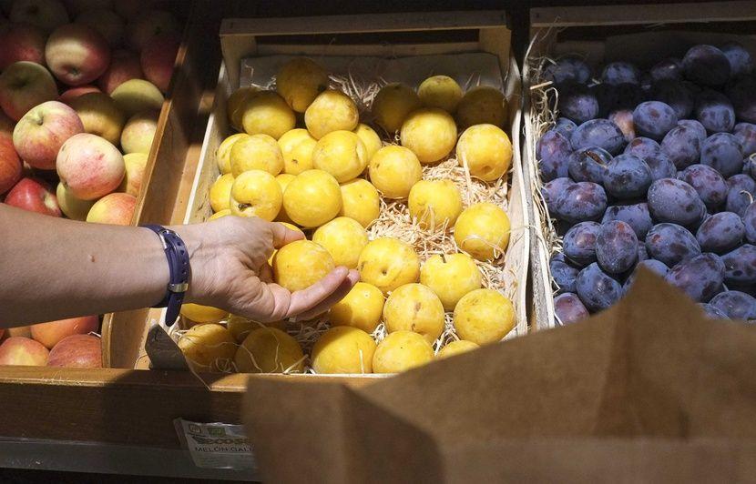 05420c31e61 Produits bio vendus en grandes surfaces  L UFC-Que Choisir juge les prix  des fruits et légumes très excessifs