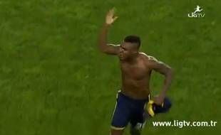 L'attaquant nigérian de Fenerbahçe Emmanuel Emenike, le 22 mars 2015 à Istanbul.