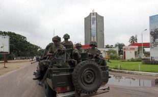 Des soldats congolais patrouillent dans les rues de Kinshasa, le 30 décembre 2013