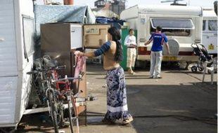 Derrière la gare de Chantenay, 80 familles roms squattent un terrain municipal.
