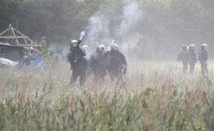 Tir de gaz lacrymogene sur la ZAD.//SALOM-GOMIS_cha023/Credit:SEBASTIEN SALOM GOMIS/SIPA/1805171704