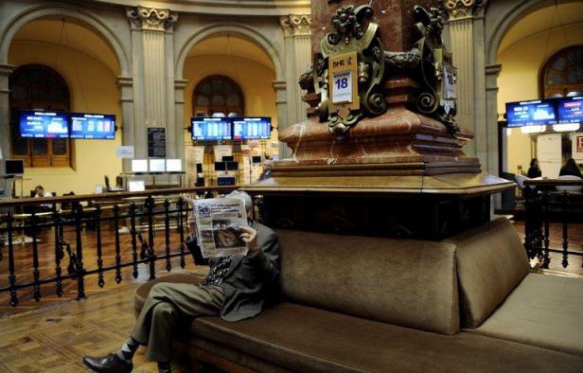 Peu convaincus par le plan d'aide aux banques espagnoles, les marchés financiers redoutent toujours le pire en zone euro, dont une sortie de la Grèce, dans l'attente de remèdes de longue haleine qui passeront obligatoirement par une Europe plus soudée, selon des analystes. – Cristina Quicler afp.com