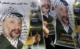 """Les experts suisses qui ont déjà découvert """"une quantité anormale de polonium"""" dans les effets personnels de Yasser Arafat vont participer à l'exhumation de son corps et s'apprêtent à se rendre à Ramallah, selon une interview publiée par le journal suisse Le Matin Dimanche."""