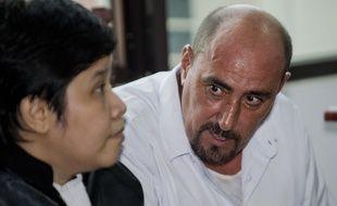 Serge Atlaoui et son avocate Nancy Yuliana à Jakarta, en Indonésie, le 1er avril 2015.