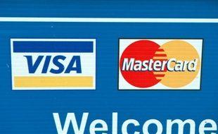 L'Islande a ordonné mercredi au partenaire en Islande des deux géants des cartes bancaires Visa et MasterCard, qui bloquent les donations au site internet Wikileaks depuis 2010, de les permettre à nouveau.