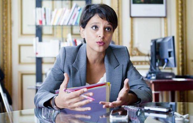 Le 30 aout 2012. Najat Vallaud-Belkacem, Ministre des Droits des femmes, porte-parole du Gouvernement, en interview pour le quotidien 20 Minutes dans son bureau du ministere au 35 rue Saint Dominique.