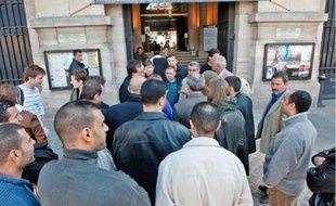 Les victimes de l'incendie s'étaient donné rendez-vous, hier, devant la mairie du 20e.