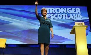 La chef du Parti national écossais, Nicola Sturgeon s'adresse à ses partisans à Aberdeen le 15 octobre 2015