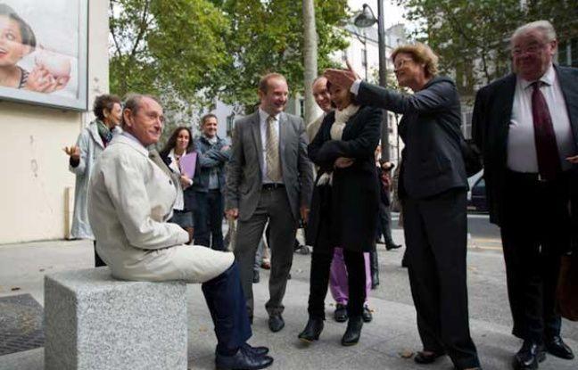 Bertrand Delanoë a inauguré les nouveaux aménagements de l'avenue de Clichy avec ses adjoints et les maires des 17e et 18e arrondissements, lundi 16 septembre 2013.
