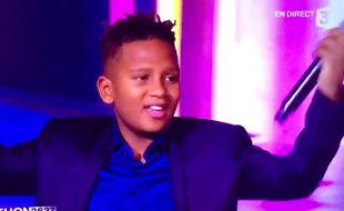 Gabriel du groupe Kids United a chanté lors du Téléthon 2016.