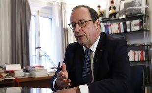 Le 13 février 2020, à Paris, l'ancien président de la République, François Hollande, répond aux questions des journalistes de 20 Minutes dans son bureau rue de Rivoli.