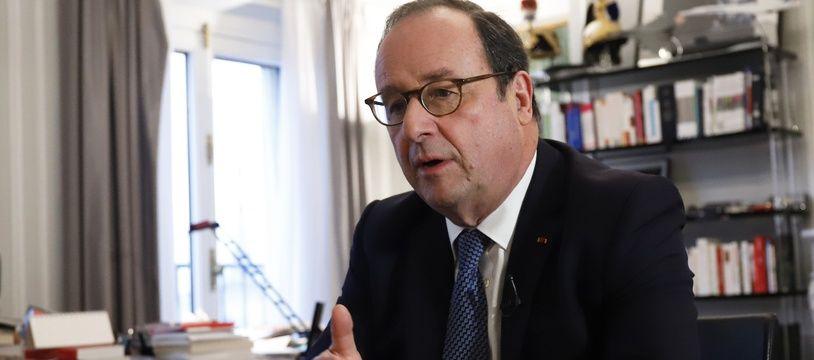 François Hollande a été pris à partie lors de la présentation de son livre dans une librairie de Montreuil (illustration