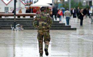 Des soldats patrouillent sur le site de La Défense  à Paris, le 25 novembre 2015