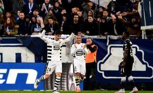 Yoann Gourcuff lève les bras au ciel, comme pour s'excuser face à son ancien public, lors de son but avec le Stade Rennais face à Bordeaux, le 18 mars 2018.