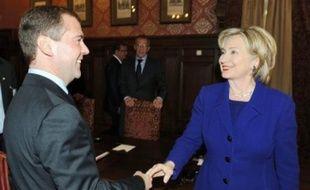 Le président russe Dmitri Medvedev et Hillary Clinton, hier à Moscou.