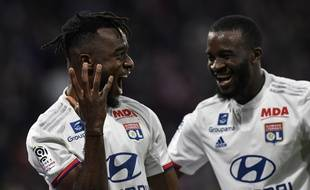 Tanguy Ndombele (à droite) félicite Maxwel Cornet, auteur d'un but et de deux passes décisives, samedi face à Caen (4-0). PHILIPPE DESMAZES