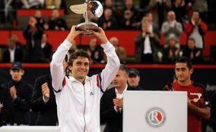 Gilles Simon, 12e joueur mondial, débutera la défense de son titre face à l'Argentin Carlos Berlocq au tournoi ATP sur terre battue de Hambourg, qui débute lundi et où son compatriote Gaël Monfils ne fait pas son retour comme annoncé initialement par les organisateurs allemands.
