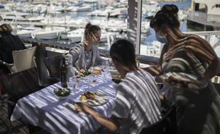 Dans un restaurant à Marseille