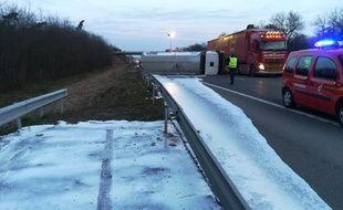 Le lait déversé sur l'autoroute a gelé peu après, au niveau de Brumath, au nord de Strasbourg.