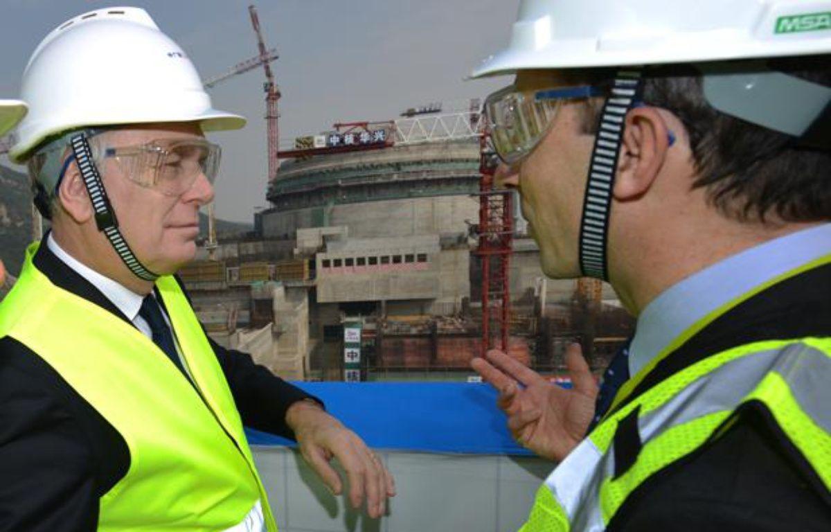 Jean-Marc Ayrault à la centrale nucléaire de Taishan, en Chine, le 8 décembre 2013. – PETER PARKS/AFP