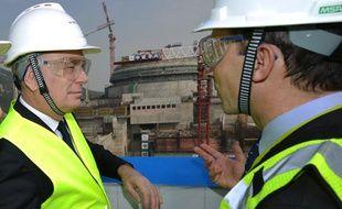 Jean-Marc Ayrault à la centrale nucléaire de Taishan, en Chine, le 8 décembre 2013.