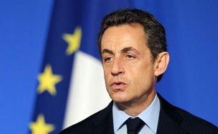 La cote de popularité de Nicolas Sarkozy a stagné en décembre par rapport à novembre, à 34% et celle de François Fillon a progressé de quatre points, à 48% d'opinions favorables, selon le baromètre mensuel Ifop publié dans le Journal du dimanche.