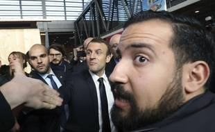 Alexandre Benalla au côtés d'Emmanuel Macron le 24 février 2017 au Salon de l'Agriculture.