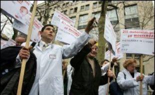"""Quelque """"680 blocs opératoires"""", soit plus de deux tiers des blocs des cliniques privées françaises, seront fermés à partir de lundi en raison d'une grève des anesthésistes, chirurgiens, et obstétriciens, ont annoncé trois syndicats de médecins libéraux."""