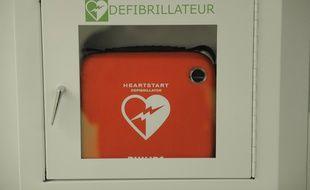 Un défibrillateur. (Illustration)