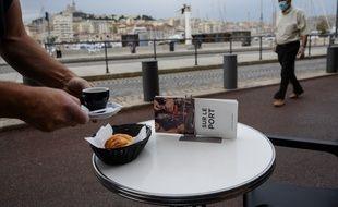 Un bar sur le Vieux-Port de Marseille