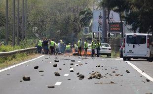 Incendies, rackets, violences… La mobilisation des «gilets jaunes» devient celle des «gilets noirs» à La Réunion.