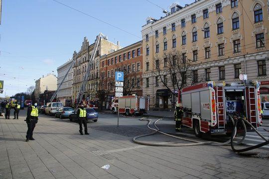 Huit morts, dont plusieurs étrangers, dans l'incendie d'une auberge illégale à Riga