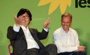 Le chef de file des sénateurs écologistes Jean-Vincent Placé et le co-président du groupe écologiste à l'Assemblée nationale François de Rugy, à Pessac (Gironde), ont tous les deux quitté le parti ces derniers jours.