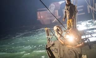 Didac Costa sur son Imoca One Planet One Ocean, à son arrivée aux Sables d'Olonne le 13 février 2021.