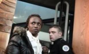 Deux mois de prison avec sursis ont été requis mercredi devant le tribunal correctionnel de Bobigny contre la championne d'athlétisme Eunice Barber accusée d'avoir résisté à une interpellation en 2006 à Saint-Denis (Seine-Saint-Denis) au cours de laquelle elle a mordu des agents.