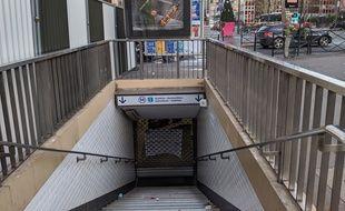 L'entrée de la station Mairie de Clichy, sur la ligne 13 est fermée.