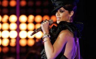 La chanteuse Rihanna sur la scène des MuchMusic Video Awards à Toronto, Canada, le 15 juin 2008.
