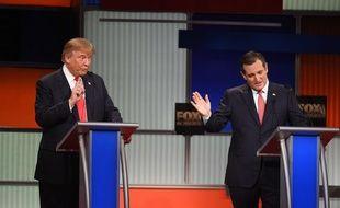 Les républicains Donald Trump et Ted Cruz, le 14 janvier 2016 lors du débat de Charleston, en Caroline du Sud.