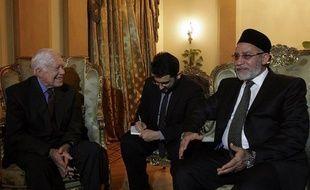 Moins d'islamisme, plus de politique: les Frères musulmans égyptiens peaufinent une image de parti modéré et responsable prêt pour le pouvoir, mais leur programme reste flou et ils doivent faire face à la surenchère des fondamentalistes salafistes, soulignent des analystes.