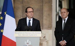 Francois Hollande et son ministre de la Défense,  Jean-Yves Le Drian, le 13 juillet 2016.