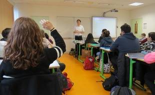 Le professeur Florian Drenne a pris l'exemple de la naturalisation de Lassana Bathily, «héros» de l'Hyper Cacher, lors de son cours d'éducation civique le 29 janvier 2015 au collège Hector Berlioz, à Vincennes (94).
