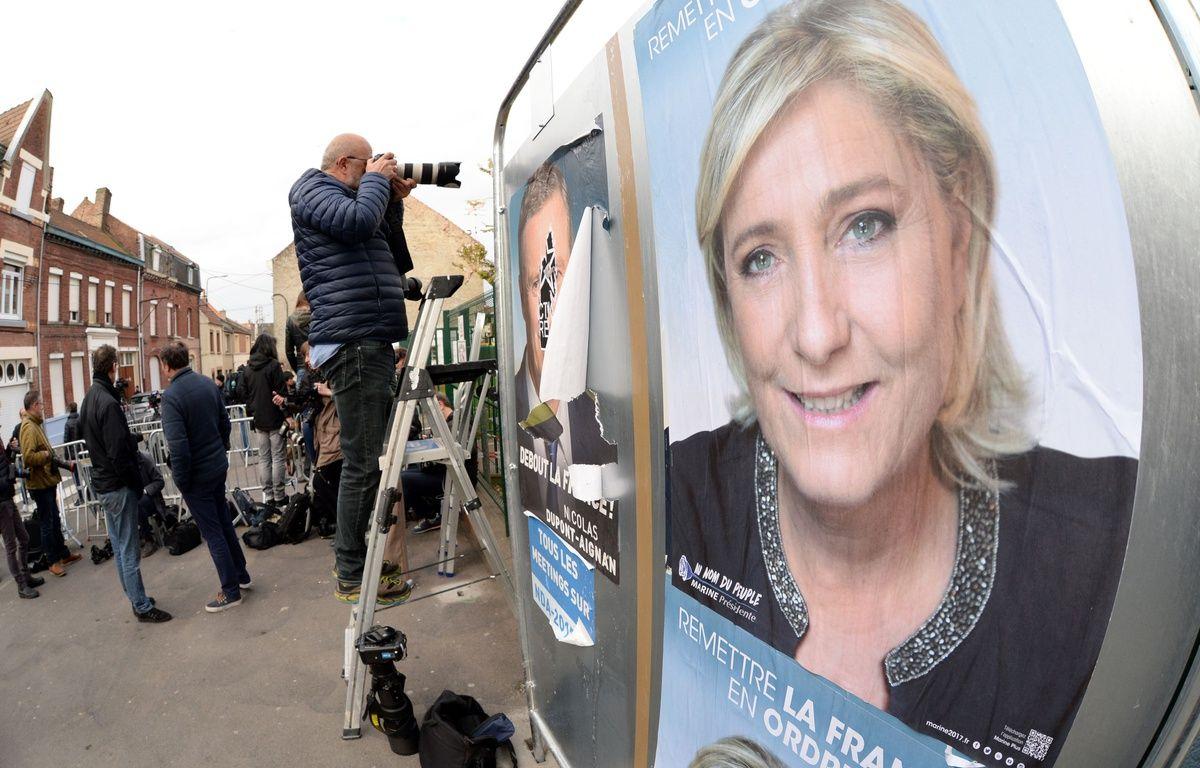 Une affiche de Marine Le Pen à Hénin-Beaumont, le 23 avril 2017. – AFP