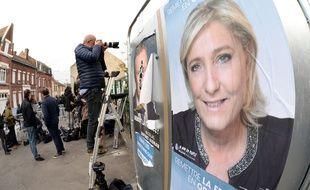 Une affiche de Marine Le Pen à Hénin-Beaumont, le 23 avril 2017.
