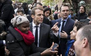 Emmanuel Macron s'est fait interpeller ce mardi à la sortie du centre des Restos du cœur par des habitants du quartier.