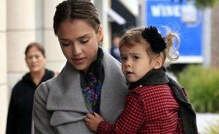 Jessica Alba allant déjeuner avec sa fille à Beverly Hills, Californie, le 5 octobre 2010