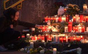 Un hommage a été rendu à Haltern, en Allemagne, alors que 16 lycéens se trouvaient à bord du vol de GermanWings qui s'est écrasé dans les Alpes, mardi.