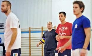 Pour l'entraîneur Martin Demar (au deuxième plan) et ses hommes, la saison en Ligue A débute, samedi prochain, à Montpellier.