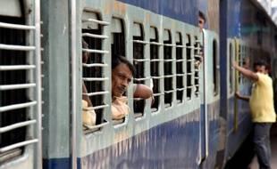 Un train de passagers à la gare de Guwahati  dans l'Etat d'Assam en Inde, le 4 novembre 2015